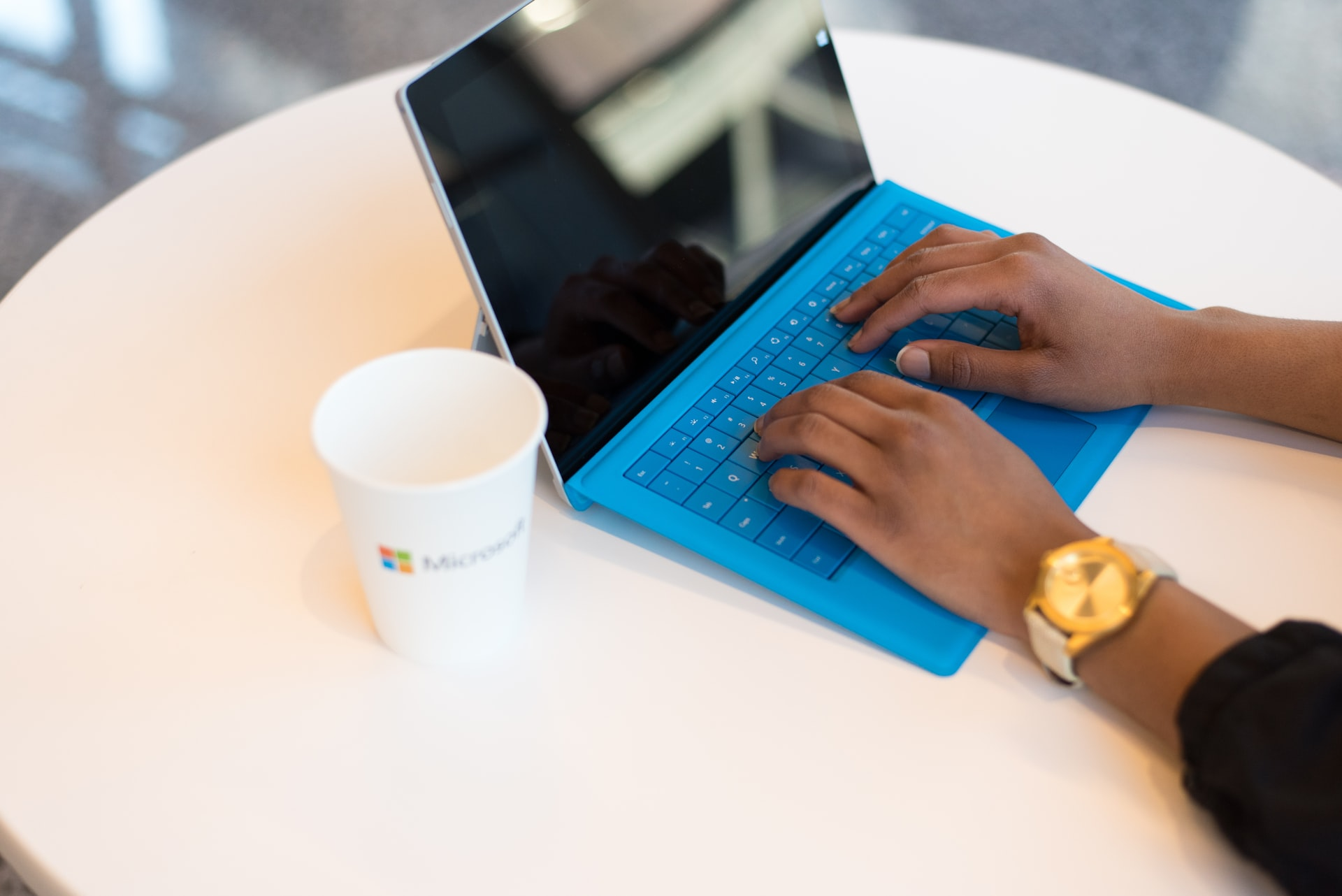 Azure and WVD: the ideal hosted virtual desktop solution in the cloud - image shows a woman using a laptop to remotely access her workspace